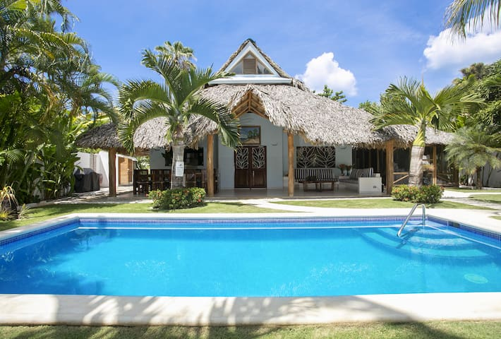 Villa Clarissa V,walk to the beach & restaurants!