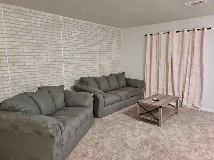 SwinHousing-3 bedroom, 2 bath, sleeps 8