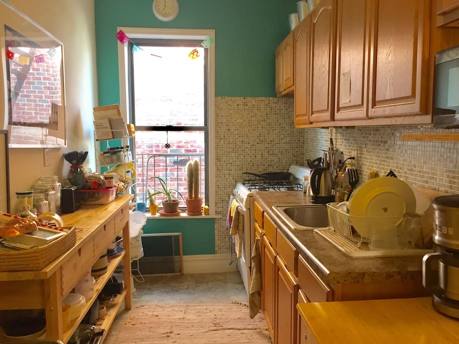 Full kitchen with cooking utensils, coffee maker, electric kettle, juicer, blender, and microwave available for use.