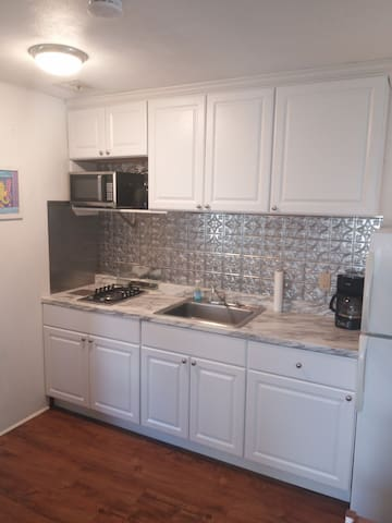 2BD Beach Block, 1st fl, w/parking!
