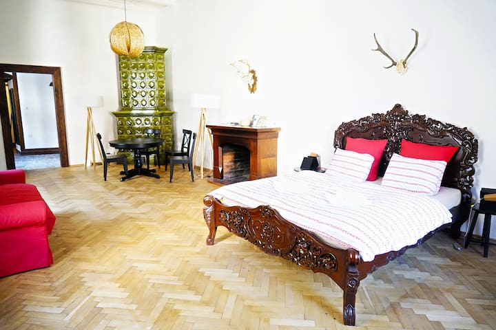 LAST ORIGINAL RENAISSANCE PALACE - HUBERT flat