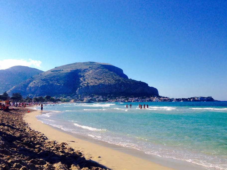 Mondello beach 50m from the apartament