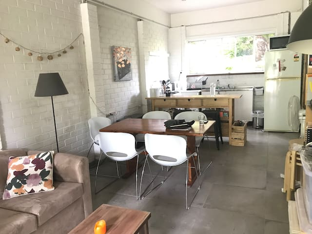 Self contained apartment in North Manly