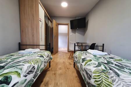 Pokój nr 1 · Pokój dwuosobowy z balkonem /  parter