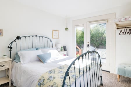 Room with private entrance - long term rental only