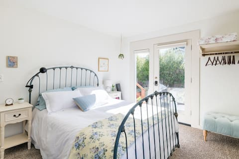 Beautiful room with private entrance