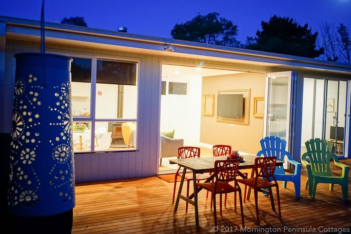 The Dolphin Cottage  - 250m to bay beach