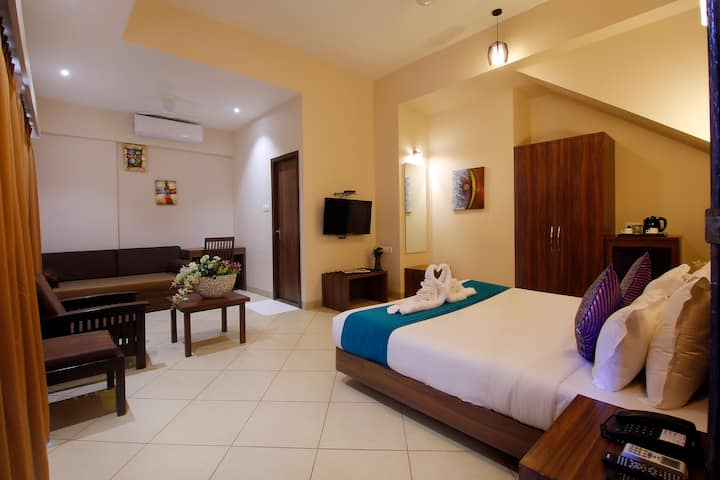 Deluxe room for 2 w mini lawn near Lonavala lake