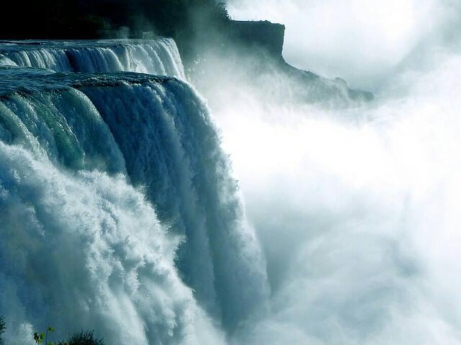 The falls. Niagara falls.