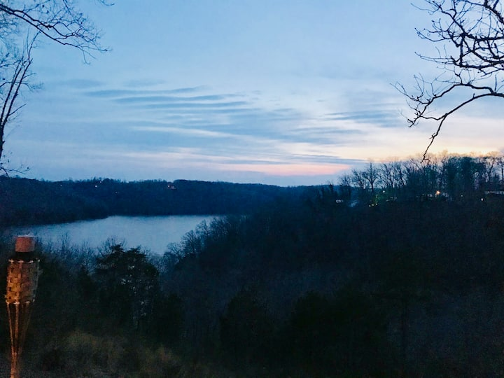 Beautiful Lake Cumberland Cabin - Amazing View.