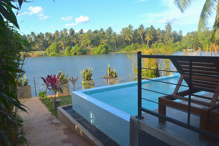Studio Villa on River with Plunge Pool - Negombo - Villa