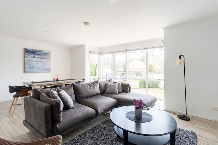 7km from city! FAMILY Interior designed 2bd twnhse