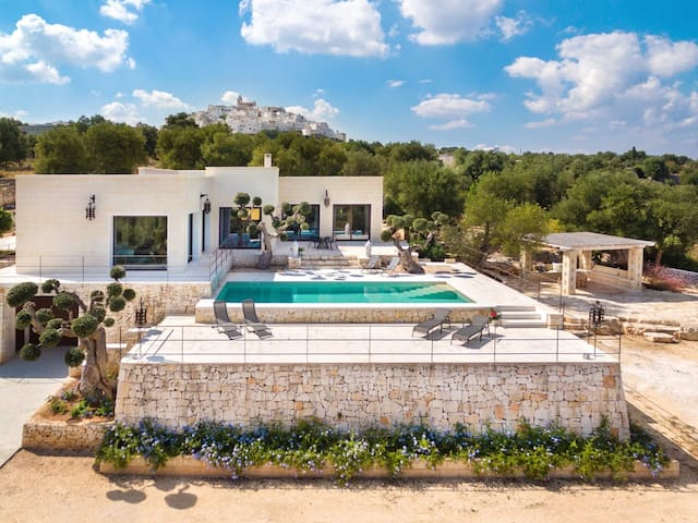 Luxury holiday villa-seaview-walking distance to Ostuni-saltwater private pool