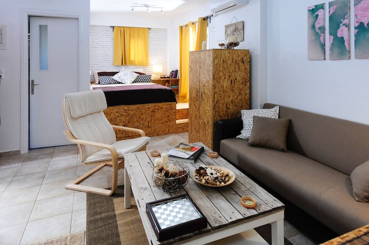Downtown charming studio - Kalamata - Apartemen
