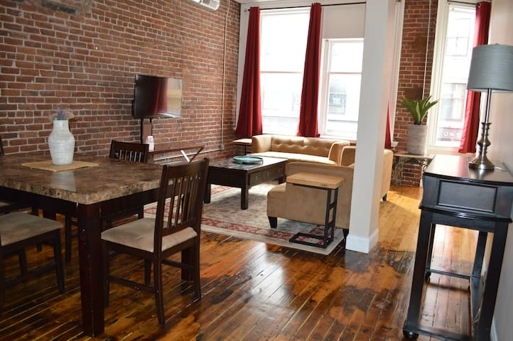Large 1 bedroom loft downtown in the city center