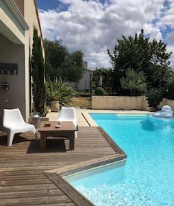 Maison de campagne avec piscine - Saint-Georges-des-Coteaux