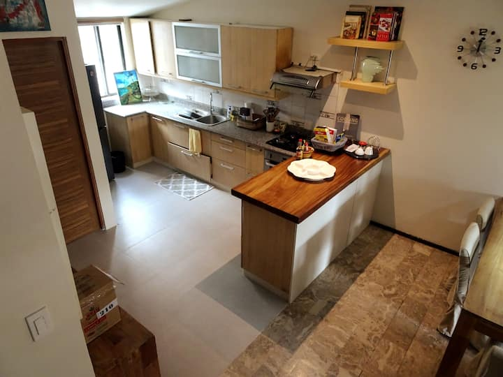 Townhouse Conveniently Situated in Alabang