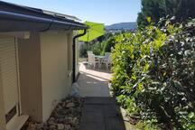 Separater Eingang / Terrasse