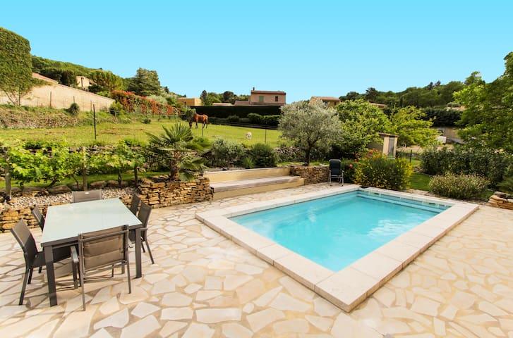 Suite La Calade au pied du Mt Ventoux avec piscine