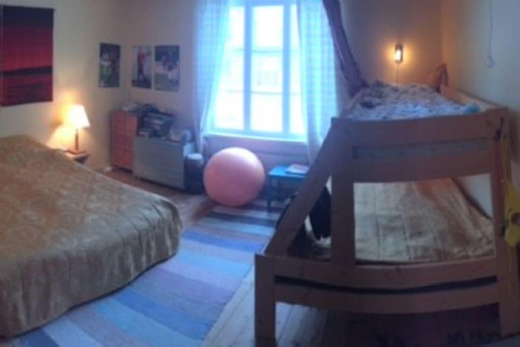 Sovrum övervåning/Bedroom