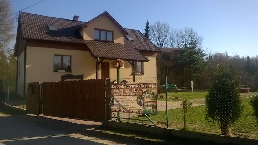 "Ośrodek Turystyki konnej ""Modrzewiowy Jar""  West - Alwernia - Гостевые апартаменты"