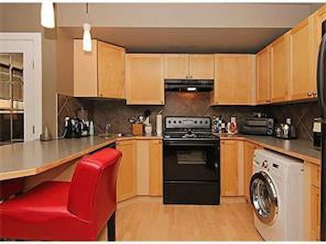Spacious & Affordable Private Apt BEST LOCATION