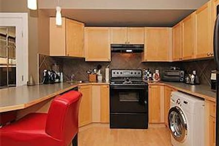 Spacious & Affordable Private Apt BEST LOCATION - Calgary - Huoneisto