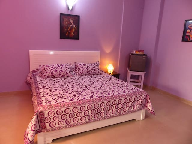 PR. Room in BnB in South Delhi - Close to Metro