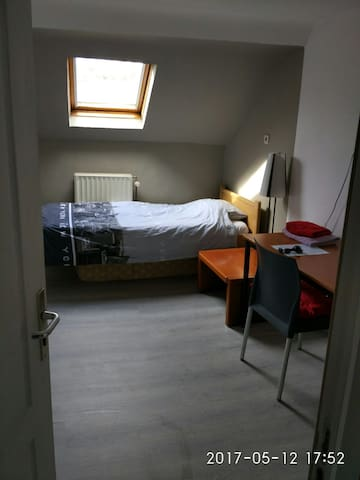 Nice bedroom, 15 min from center