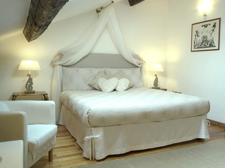 DOUBLE room, private bathroom, 10 min from Duomo