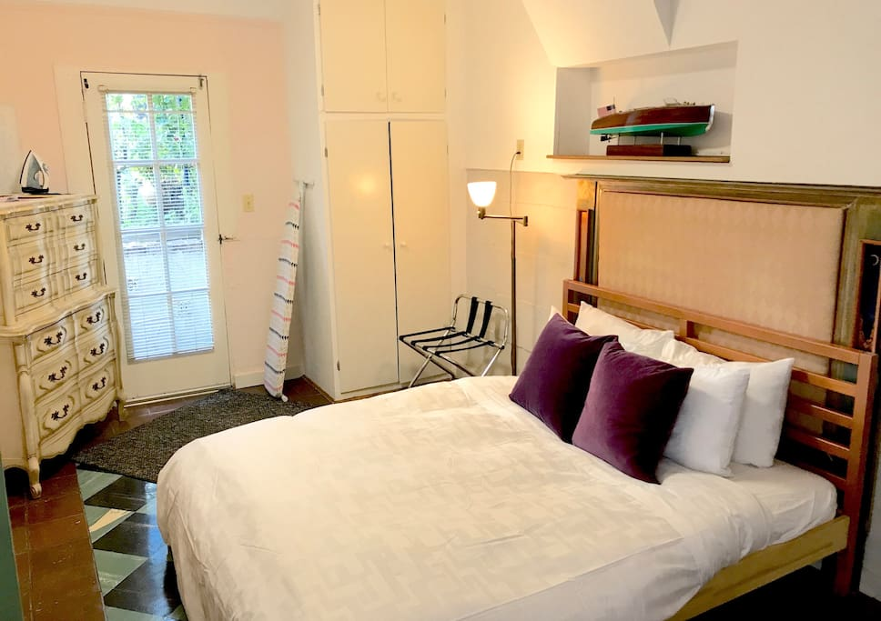 The studio now features a queen sized real bed with matching bed and bath linen - June 2017