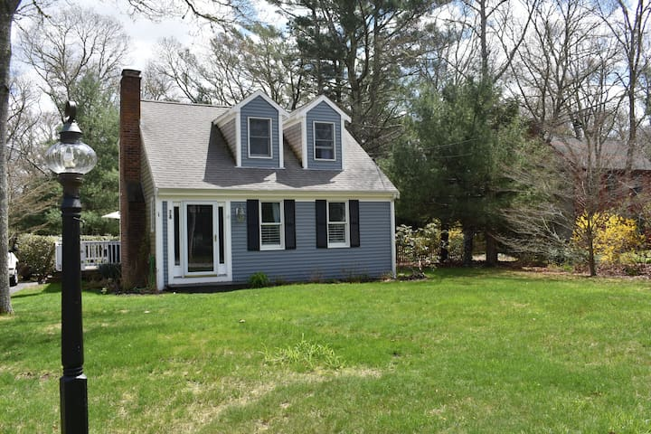 Dog friendly, 3 bedroom 2 miles  from the beach