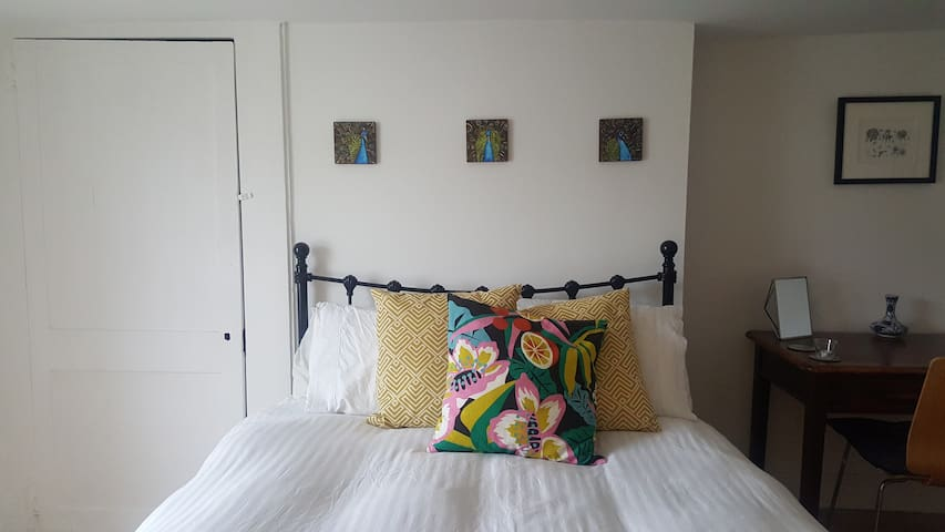 Large bedroom in Central Margate