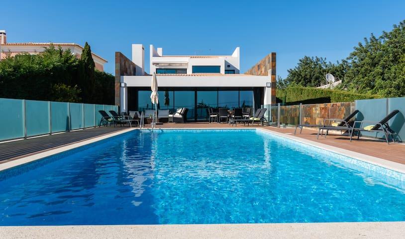 Villa Serra & Mar -Luxury V6 villa,  W/heated pool