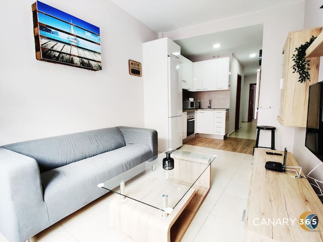 Stunning and sunny suite + Parking + Terrace by Canary365