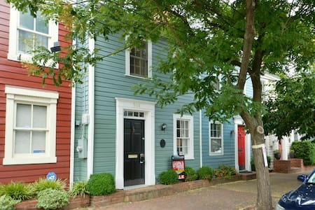 Charming private room/bath in heart of Old Town - Alexandria - House
