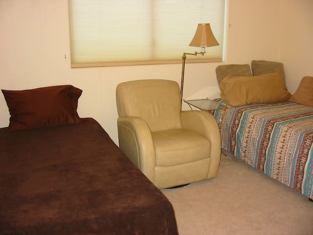 Basic and Comfortable in Rancho Mirage, Room #2
