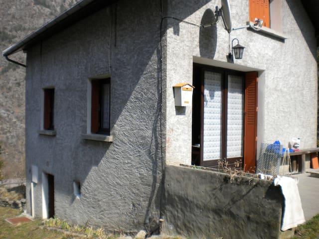 petite maison à la montagne - Entraigues - Haus