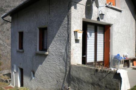 petite maison à la montagne - Entraigues