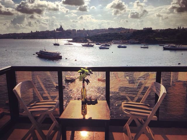 SPECTACULAR Sea & Valletta Views - Tas-Sliema - Apartment