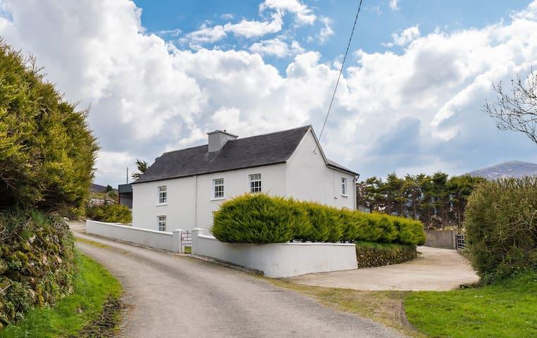 Anú Farmhouse Shrone