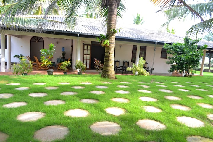 Beach Villa in Negombo with four rooms
