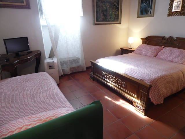 B&B VILLA FRANCESCA CAMERA TRIPLA - Rignano sull'Arno - Bed & Breakfast