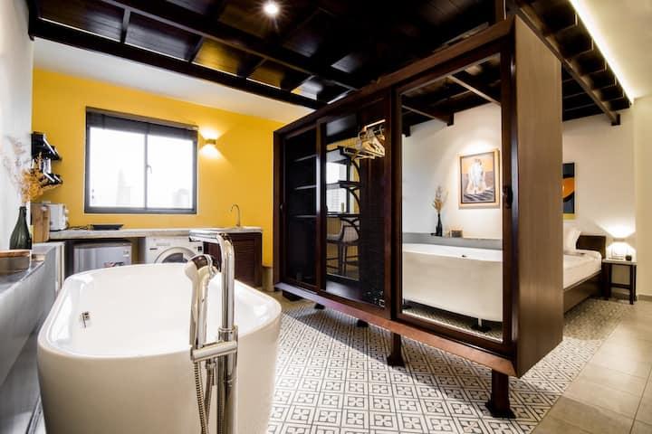 Hoi An Studio   Bathtub    5★ Views by CIRCADIAN