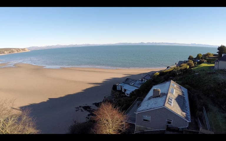 Gilfach Goed - Sleeps 12 - direct beach access