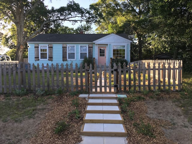 Cute Cottage @ Navy Point (Pensacola)