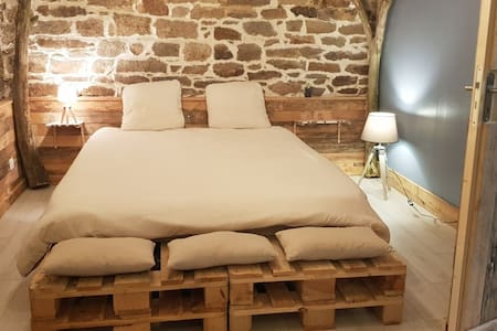 Chambre/sdb privative atypique  2 min de Locronan