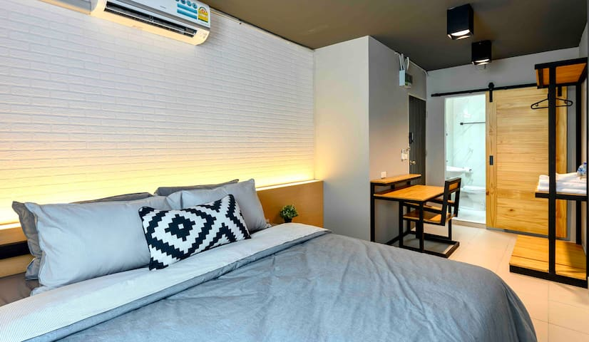 Private Room, City Center, MRT, WiFi, Netflix 402