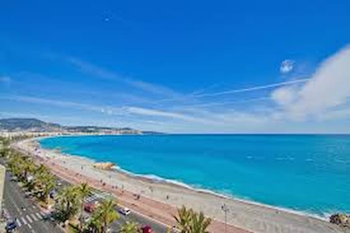 VIEWS! VIEUX NICE PENTHOUSE - PERFECT FOR WOMEN! - Nizza - Appartamento