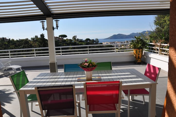 Belle chambre privée - Terrasse vue mer - Parking